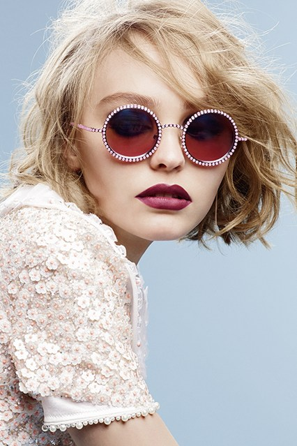 cliomakeup-trucco-giovanissime-chanel-lily-rose-depp-6-vogue-8sep15-Karl-Lagerfeld-b_426x639