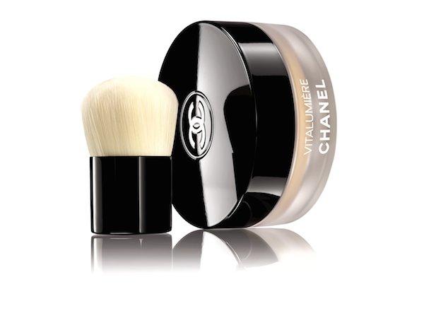 cliomakeup-fondotinta-polvere-consigli-guida-uso-top-Chanel-Vitalumiere-Loose-Powder-Foundation