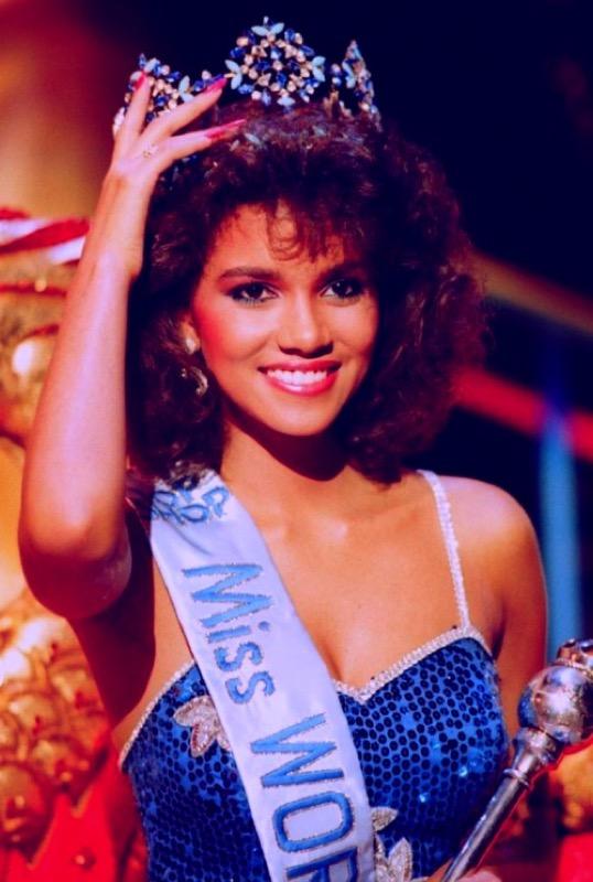 ClioMakeUp-tagli-capelli-cambiano-vita-star-vip-celeb-halle-berry-miss-mondo-1986