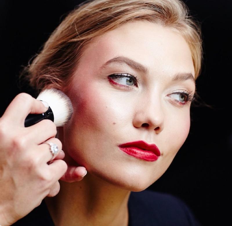 cliomakeup-sfumature-viso-labbra-errori-eviitare-trucco-makeup-rossetto-matita-karlie-8