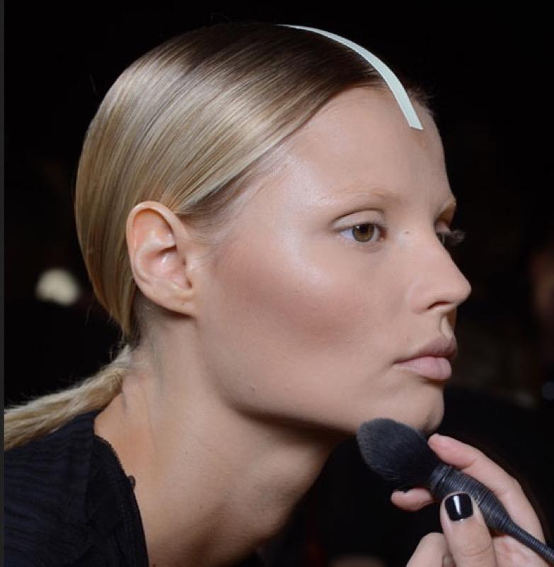 cliomakeup-sfumature-viso-labbra-errori-eviitare-trucco-makeup-rossetto-matita-viso-pennello7