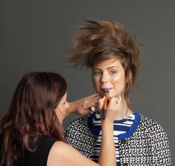 cliomakeup-sfumature-viso-labbra-errori-eviitare-trucco-makeup-rossetto-matita-pennello-viso-labbra