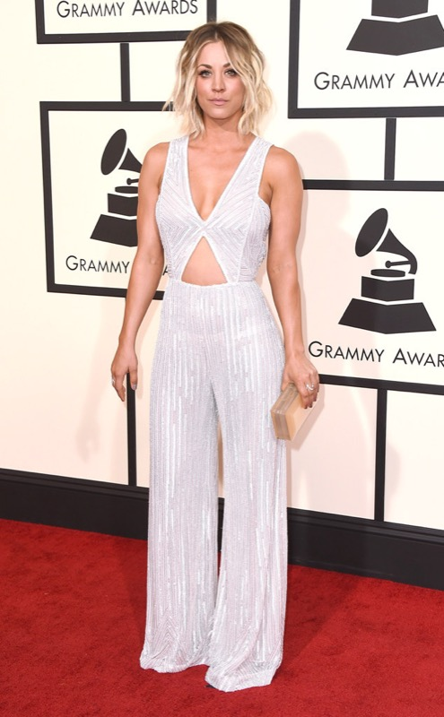 ClioMakeUp-Grammys-Red-Carpet-star-capelli-Makeup-trucco-2016-Kaley-Cuoco-vestito