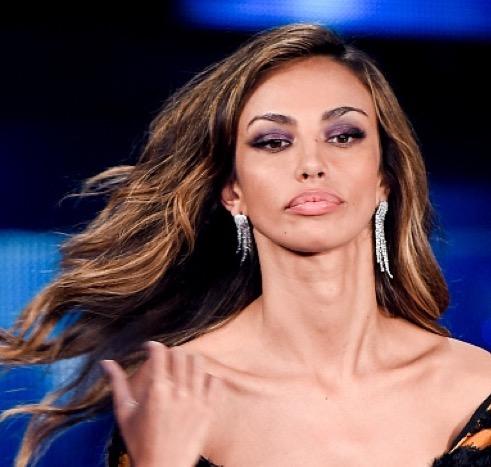 cliomakeup-coolspotting-madalina-ghenea-trucco-capelli-makeup-segreti-bellezza-labbra-rossetto-smokey-viola