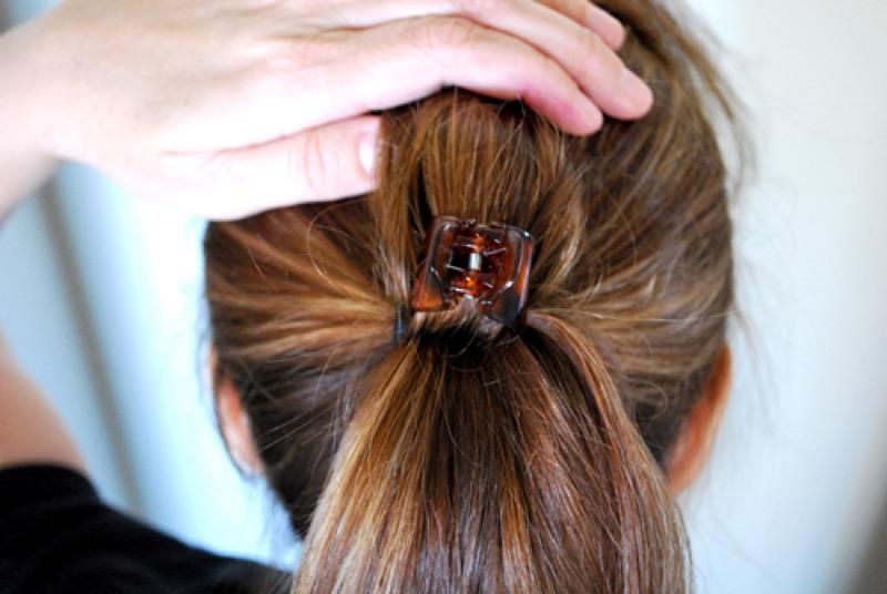 ClioMakeUp-acconciature-facili-veloci-capelli-lunghi-medi-coda-volume-molletta-artzycreations.com