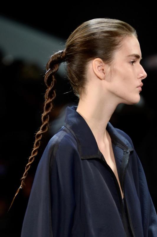 ClioMakeUp-acconciature-facili-veloci-capelli-lunghi-medi-treccia-twist-public-school-runway-1