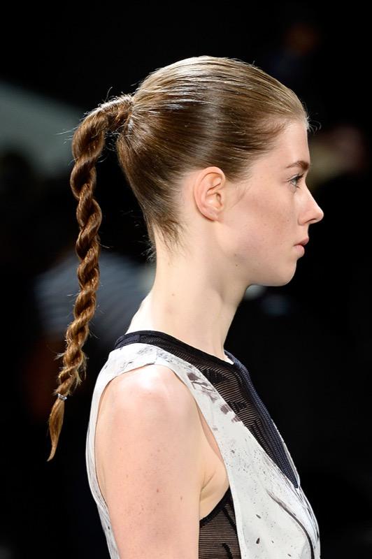 ClioMakeUp-acconciature-facili-veloci-capelli-lunghi-medi-treccia-twist-public-school-runway