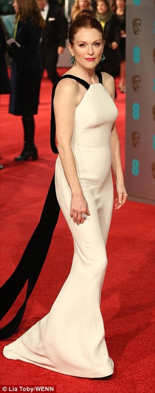 ClioMakeUp-bafta-2016-beauty-look-trucchi-julianne-moore-vestito