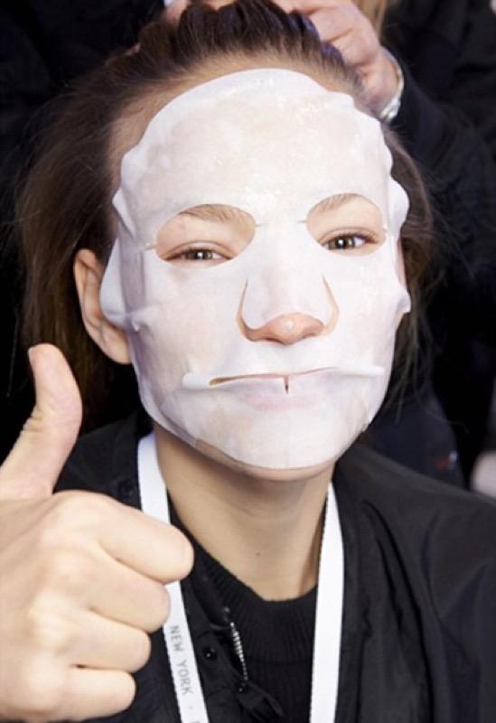ClioMakeUp-beauty-uomini-rockstar-consigli-star-maschera-skincare-vitcoria-beckham-sk-II-sfilata