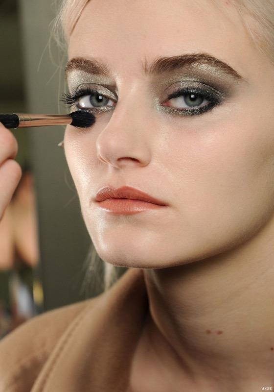 ClioMakeUp-trucco-anni-20-capelli-stile-festa-sfilata-Chanel-2011-vogue