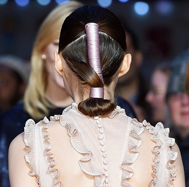 cliomakeup-coda-cavallo-6-idee-originali-Rooney-Mara-ponytail-back-lg