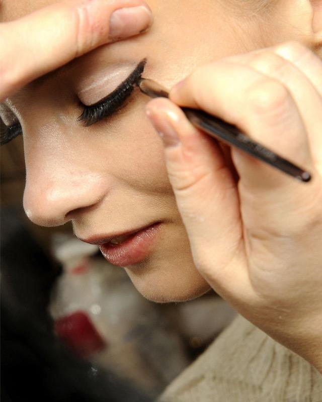 cliomakeup-come applicare-eyeliner-12-matita-nera