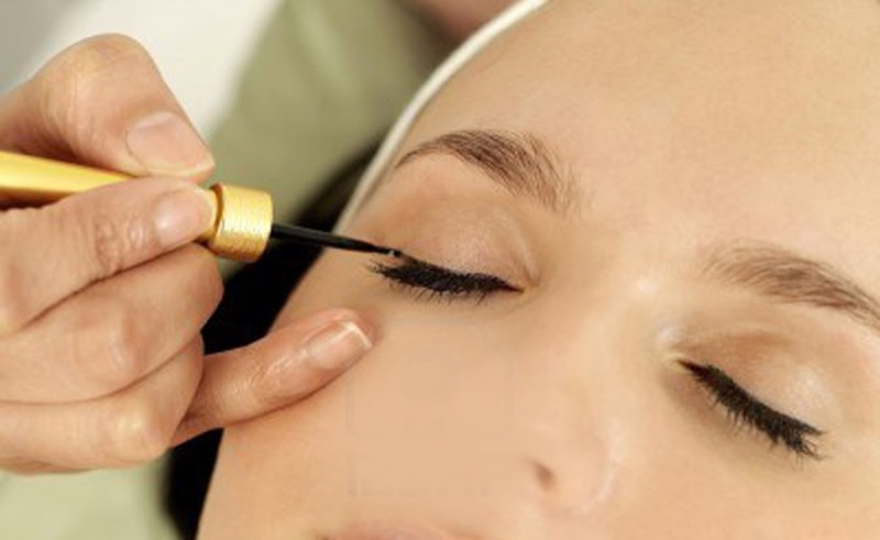 cliomakeup-come applicare-eyeliner-7-eyeliner-tratto