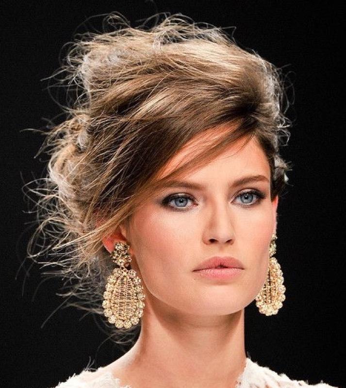 cliomakeup-orecchini-grandi-colorati-pietre-dorati-abbinamenti-makeup-trucco-occhi-capelli-25