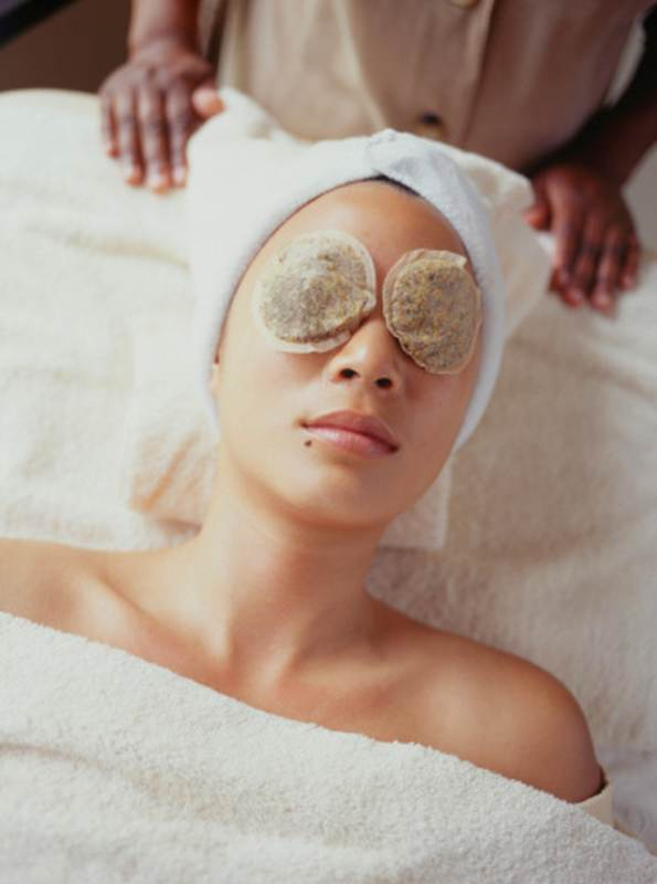 ClioMakeUp-maschere-impacchi-fai-da-te-rimedi-naturali-borse-occhiaie-labbra-screpolate-camomilla-borse.jpg