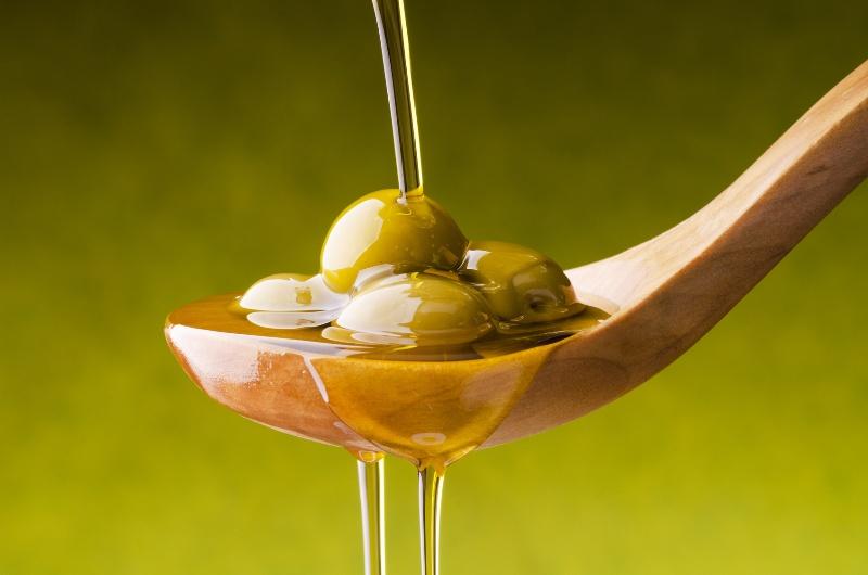 ClioMakeUp-cura-unghie-prodotti-accessori-essenziali-manicure-olio-oliva