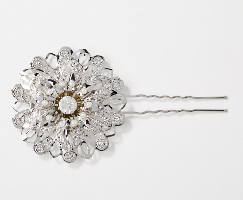 cliomakeup-gioielli-capelli-accessori-eleganti-acconciatura-favola-fermaglio-fiore-asos