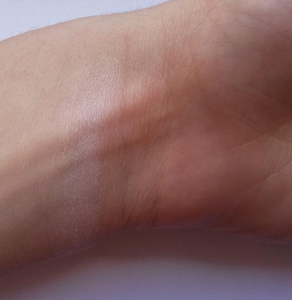 ClioMakeUp-recensione-shaka-blush-palette-origami-swatch-illuminante