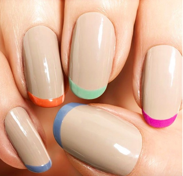 cliomakeup-forme-unghie-mani-modella-uddo-ovali-lunghe-corte-squadrate-trend-mani-smalto-squoval