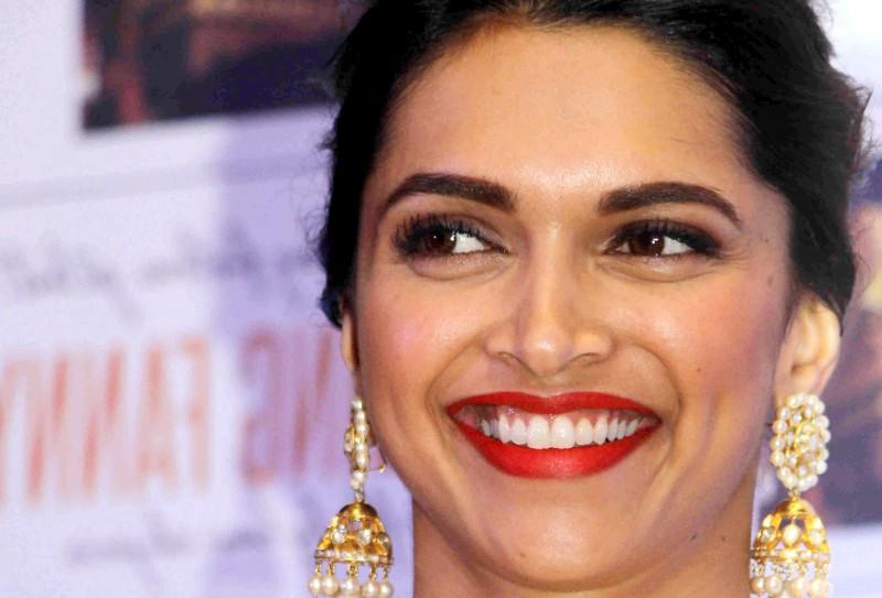cliomakeup-bellezze-indiane-priyanka-chopra-aishwarya-ray-look-dive-bollywood-deepika-padukone-