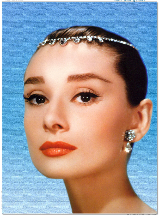 ClioMakeUp-film-influenti-cult-beauty-make-up-stile-audrey-hepburn-funny-face-tiara