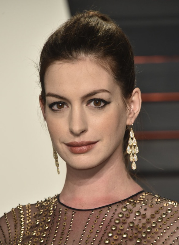 ClioMakeUp-oscar-2016-after-party- look-trucco-make-up-abiti-vestiti-capelli-Anne-Hathaway-2