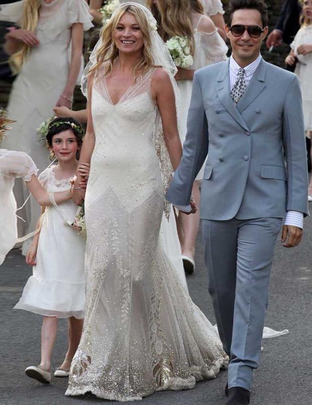 ClioMakeUp-spose-iconiche-famose-matrimonio-vestito-kate-moss