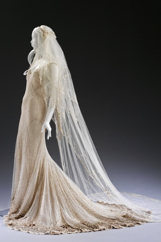 ClioMakeUp-spose-iconiche-famose-matrimonio-vestito-kate-moss_