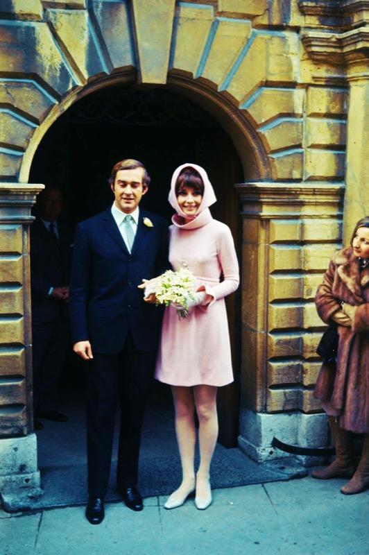 ClioMakeUp-spose-iconiche-famose-matrimonio-vestito-look-audrey-hepburn-andrea-dotti-rosa