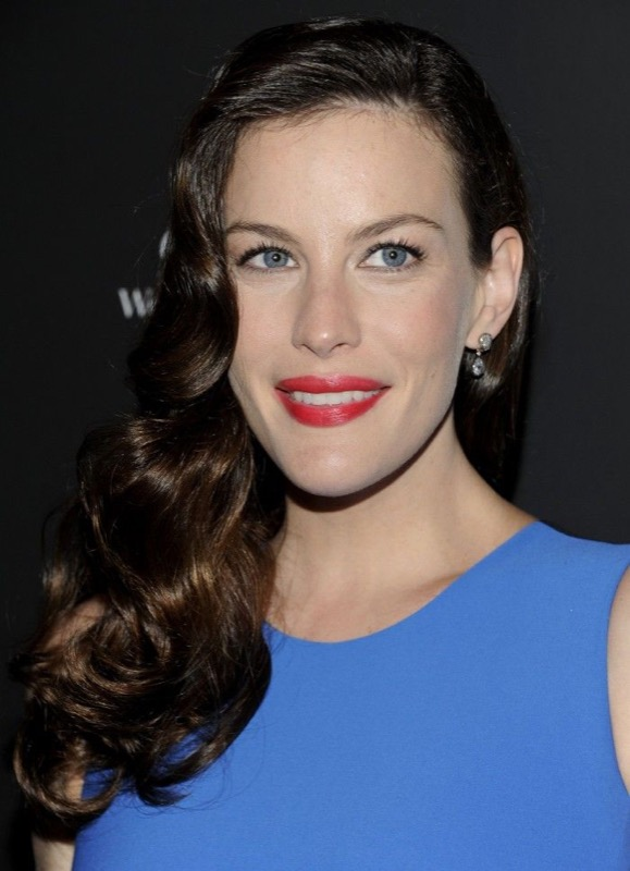 ClioMakeUp-trucco-anni-40-victory-rolls-rossetto-TIGHTLINING-vintage-retro-liv-tyler