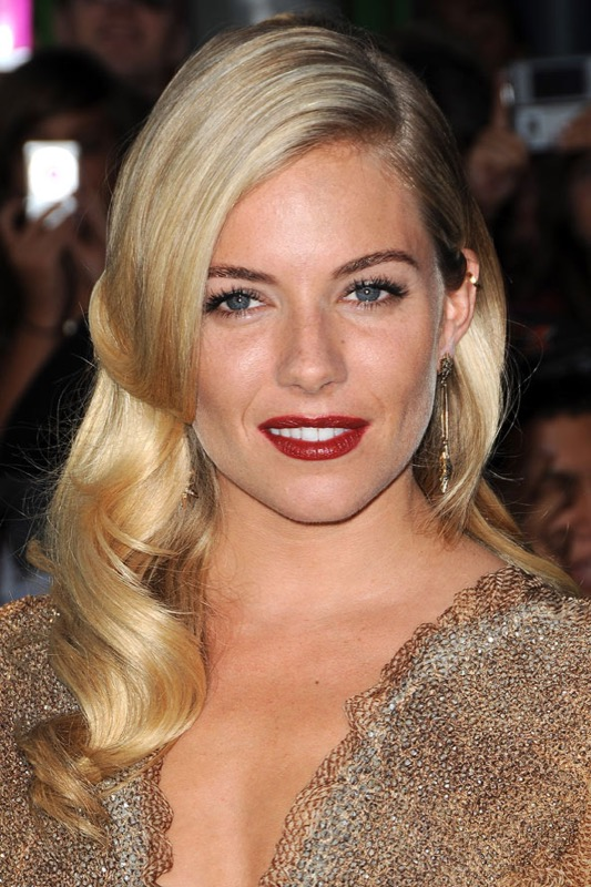 ClioMakeUp-trucco-anni-40-victory-rolls-rossetto-TIGHTLINING-vintage-retro-sienna-miller
