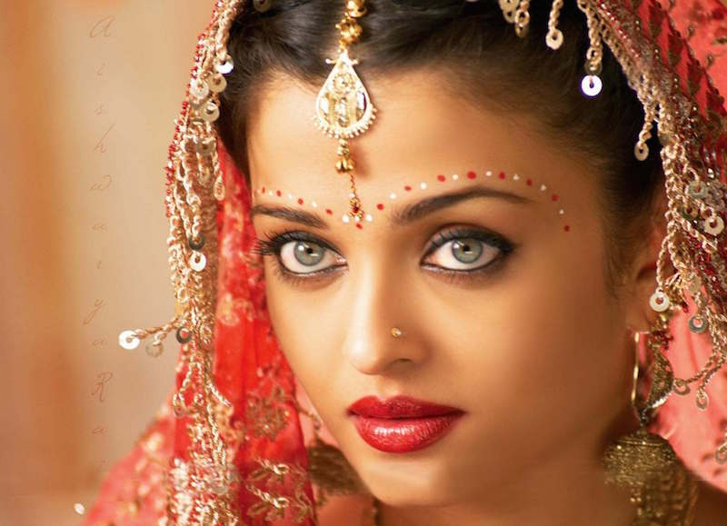 cliomakeup-bellezze-indiane-priyanka-chopra-aishwarya-ray-look-dive-bollywood-makeup-sari2