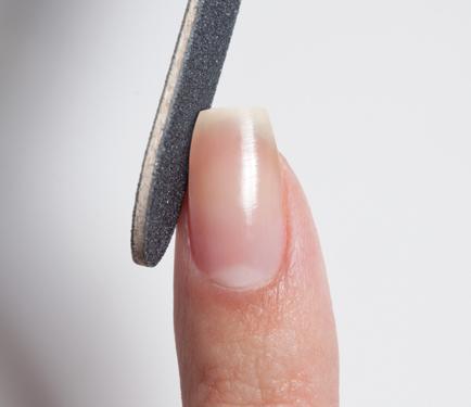 cliomakeup-forme-unghie-mani-modella-uddo-ovali-lunghe-corte-squadrate-trend-mani-limare