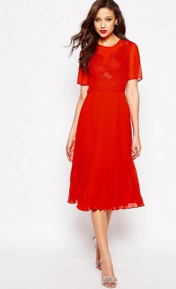 Vestito rosso al matrimonio