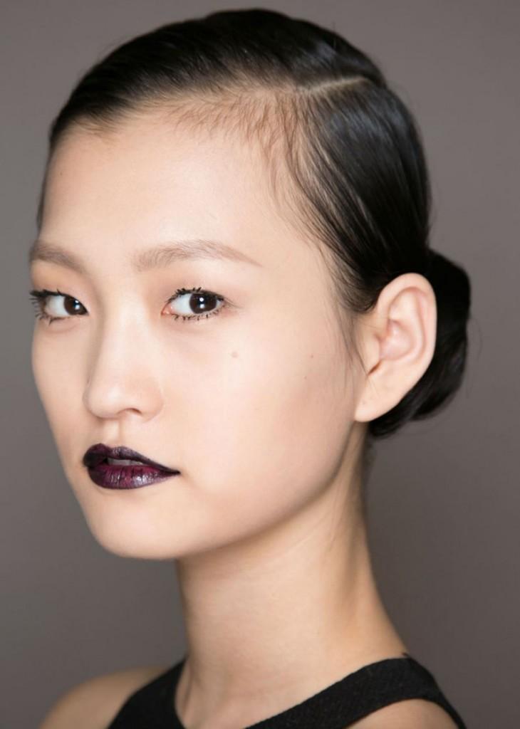 cliomakeup-rossetto-nero-elegante-trasgressivo-consigli-segreti-makeup-labbra-dark-6