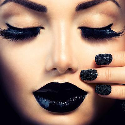 cliomakeup-rossetto-nero-elegante-trasgressivo-consigli-segreti-makeup-labbra-dark-foto-unghie