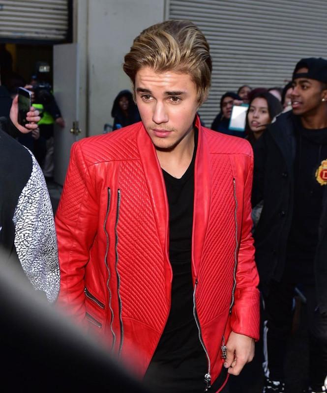 ClioMakeUp-trucco-anni-80-ottanta-stile-disco-Justin-Bieber-rossa-Michael-Jackson-Thriller-giacca-pelle-Kanye-West-Adidas-Show
