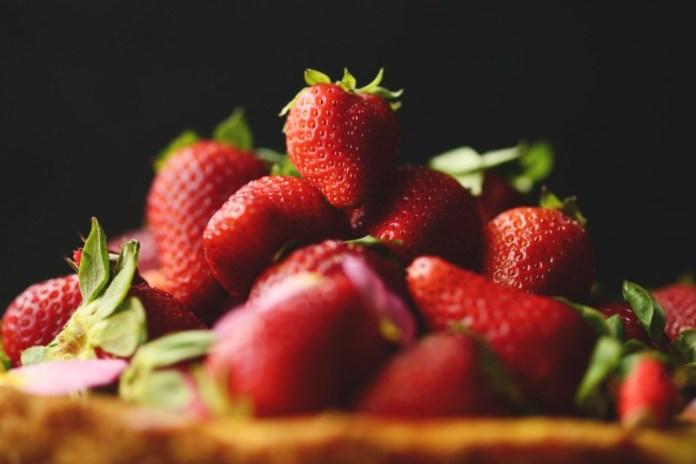 cliomakeup-maschere-frutta-estiva-fragola3.jpg