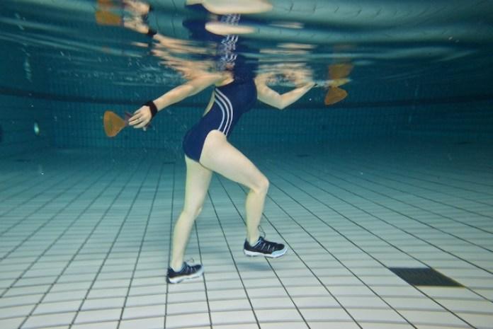 cliomakeup-fitness-in-acqua-acquawalking-mazken.jpg