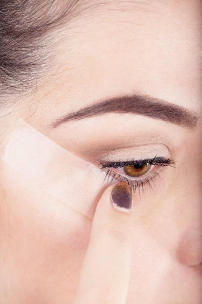 cliomakeup-come-applicare-eyeliner-scotch.jpg