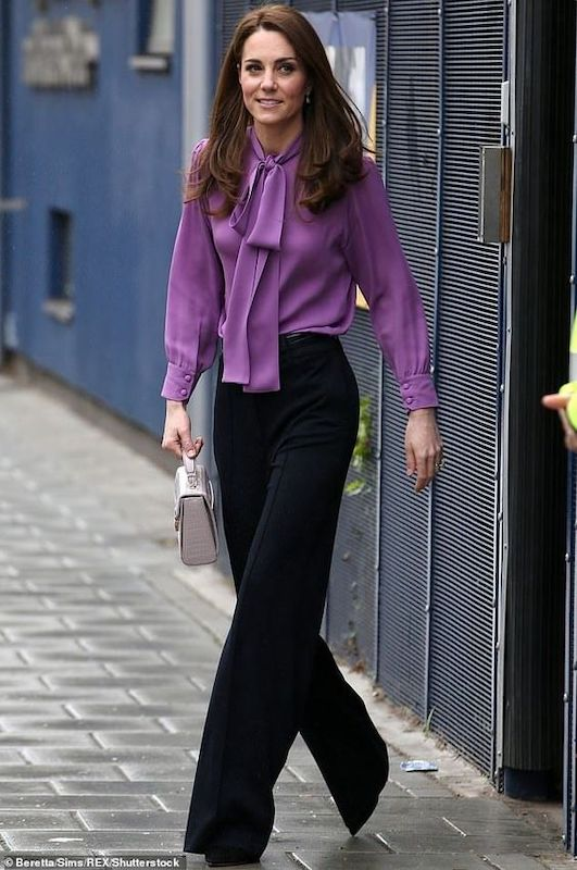 cliomakeup-copiare-look-kate-middleton-camicia-pussy-gucci