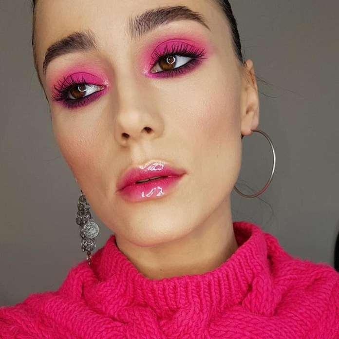 cliomakeup-rendere-portabile-il-makeup-fluo-7-color-block-fucsia