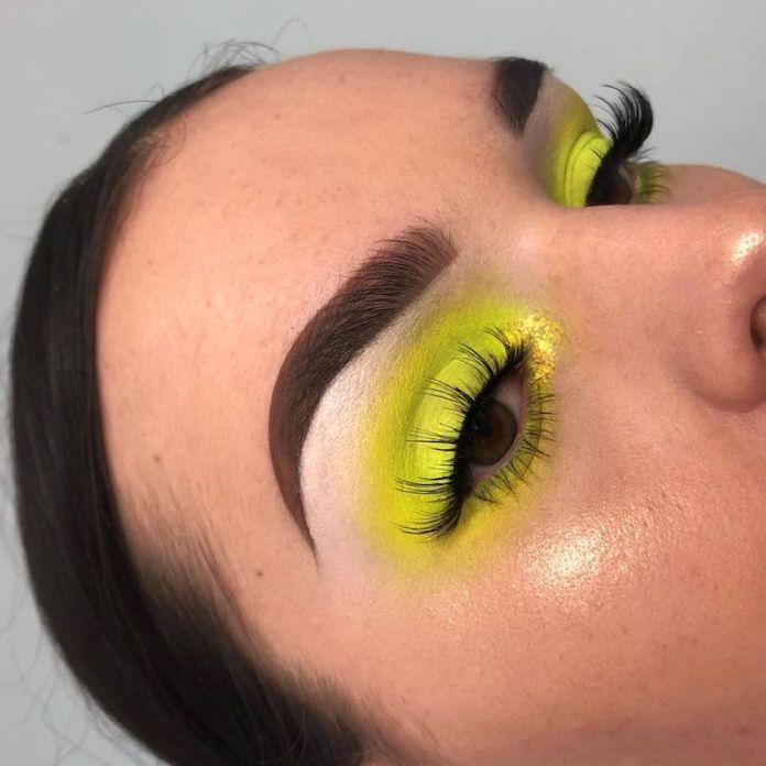 cliomakeup-rendere-portabile-il-makeup-fluo-8-color-block-giallo-fluo