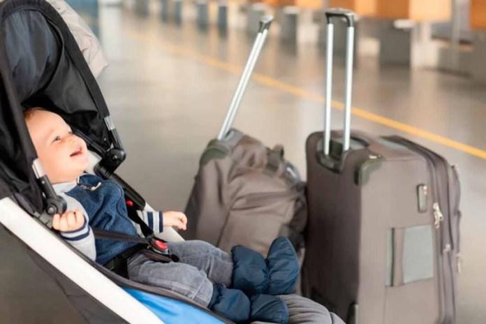cliomakeup-affrontare-viaggio-aereo-neonato-5-passeggino