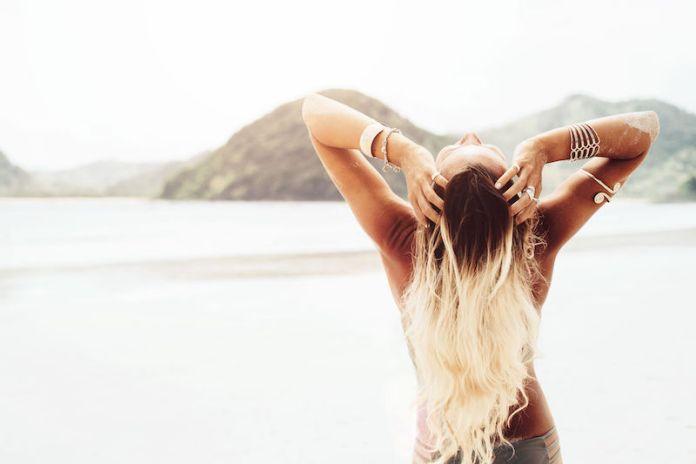 cliomakeup-proteggere-capelli-estate-2-capelli-danneggiati-sole.jpg