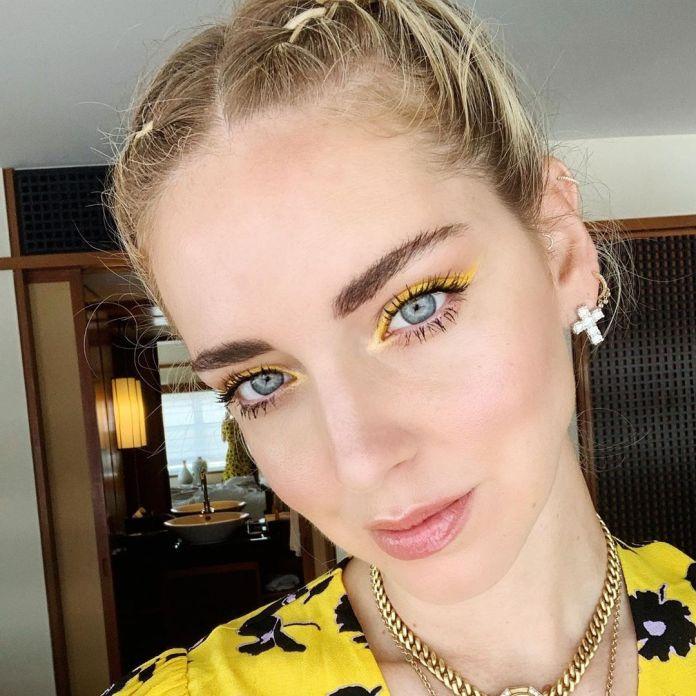 ClioMakeUp-trucco-occhi-azzurri-estate-2-chiara-ferragni-trucco-giallo