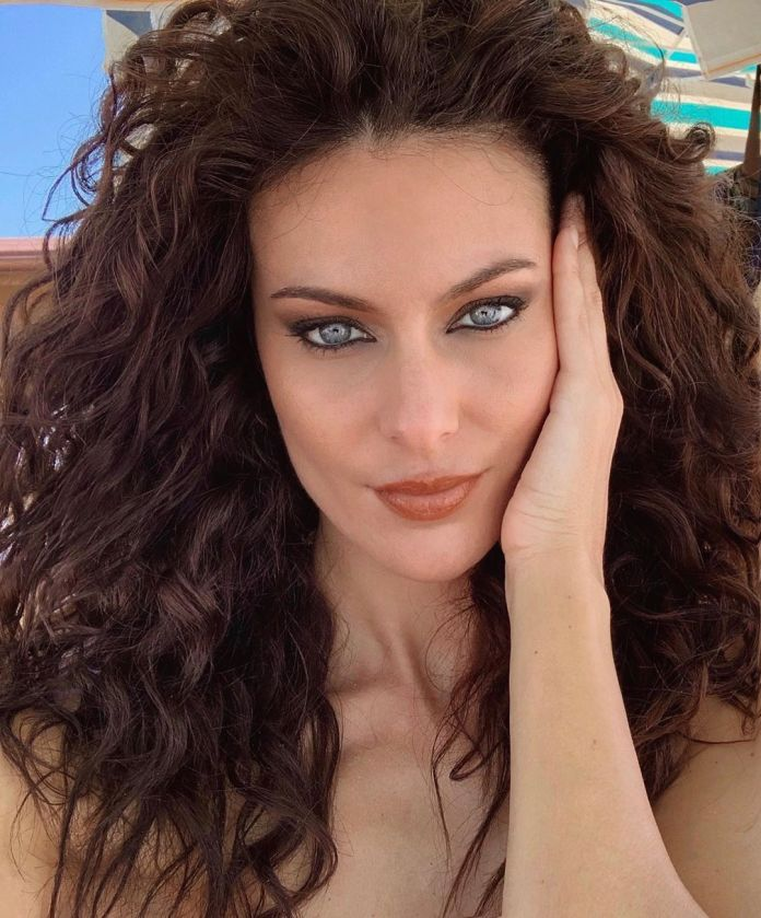 ClioMakeUp-trucco-occhi-azzurri-estate-4-paola-turani-trucco-nero