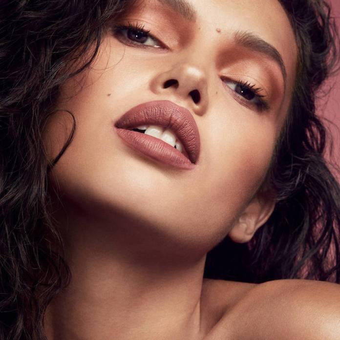 ClioMakeUp-rossetti-lunga-duratata-12-fenty-beauty-rihanna-stunna-lip-paint.jpg