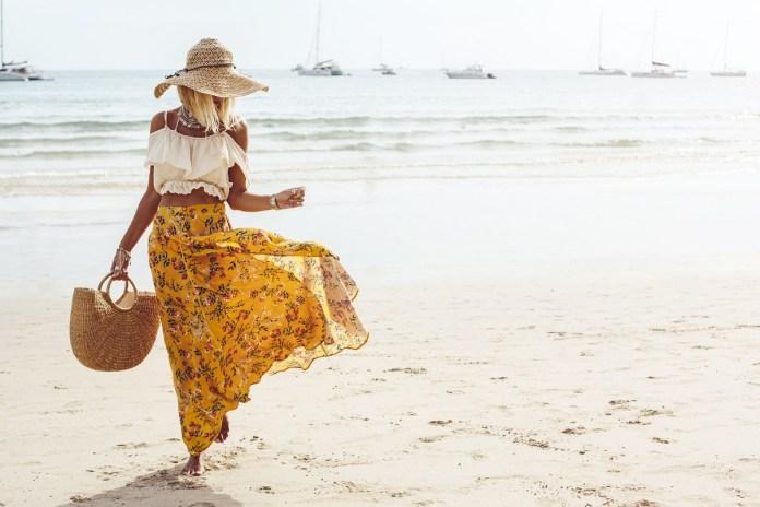 Cliomakeup-look-festa-in-spiaggia-19-gonna-crop-top