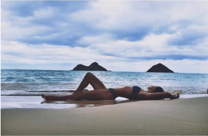 cliomakeup-situazione-imbarazzanti-spiaggia-9-bagnasciuga
